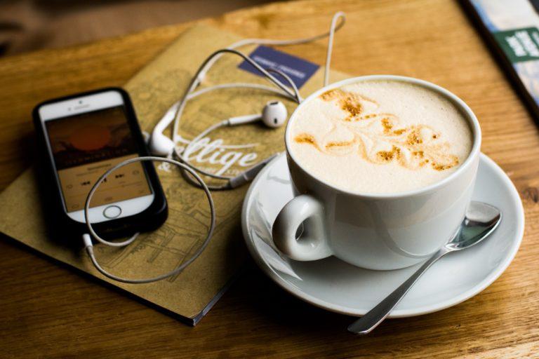 café et smartphone