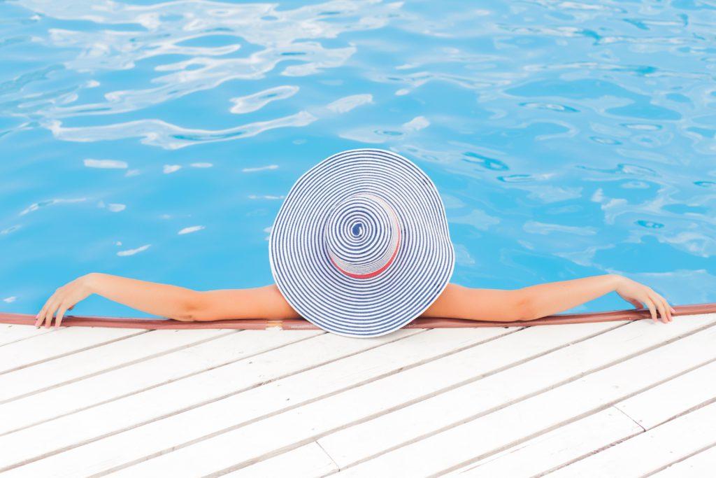 capeline et piscine