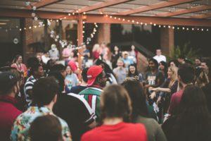 7 choses à penser pour réussir la soirée de lancement de ta boîte